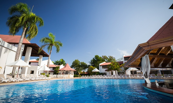 3- or 6-Night All-Incl. BlueBay Villas Doradas from Travel by Jen