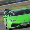Au volant d'une voiture de sport