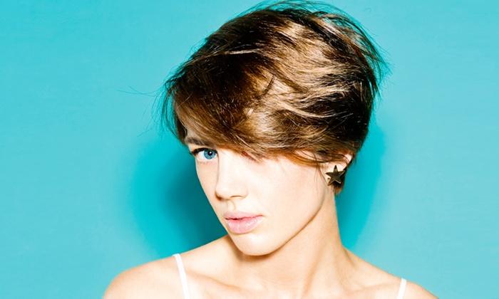 Mod's Hair 7eme - Paris: Shampoing, coupe et brushing, couleur ou balayage surfeur en option dès 29 € chez Mod's Hair, en plein cœur du 7ème