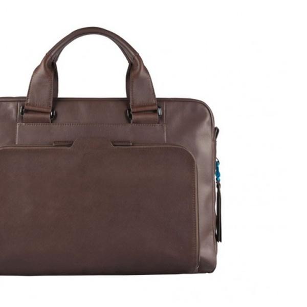 Cartelle, zaini, borse, borselli, porta PC e portafogli Piquadro. Vari modelli disponibili da 39,99 € a 239,99 €
