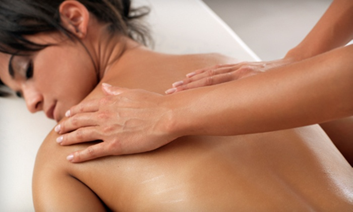 Massage Advantage - Absolute Wellness & Rehab: $39 for a 60-Minute Massage and Stress-and-Pain Review at Massage Advantage ($99 Value)