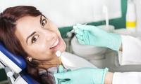 Visita odontoiatrica con pulizia dei denti, radiografia, otturazione e sbiancamento LED