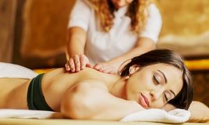 Nanni Lu Estetica & Relax: Manicure e pedicure estetiche, pulizia del viso, scrub corp, prova trucco e massaggio relax (sconto fino a 77%)