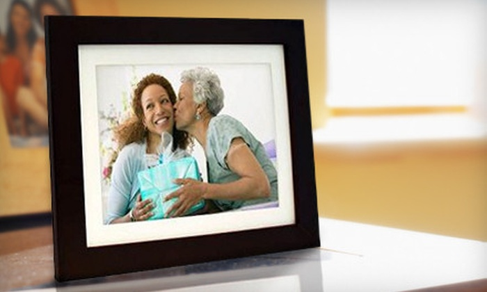 Beach Camera: $59 for a PanImage LED-Backlit Digital Photo Frame from Beach Camera ($129.99 Value)