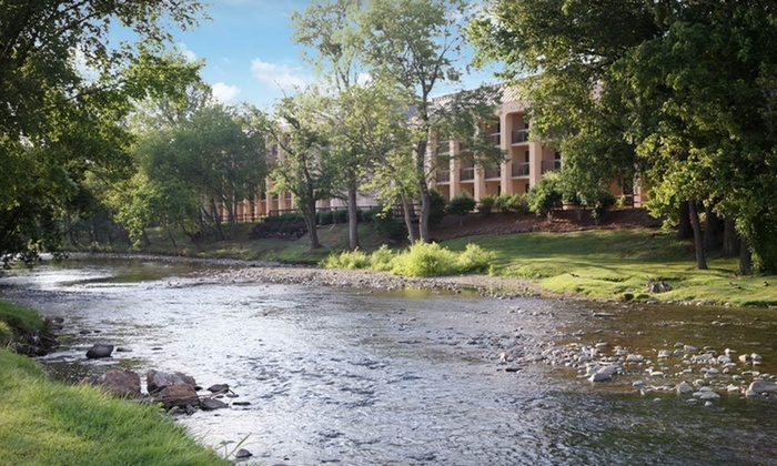 the inn on the river in pigeon forge tn groupon getaways. Black Bedroom Furniture Sets. Home Design Ideas