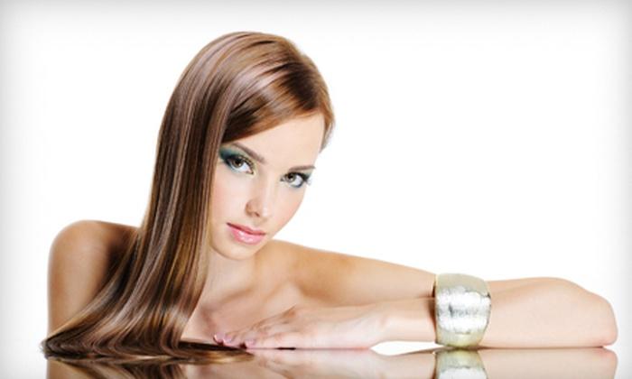 Salon Belleza - Appleton: $99 for a Brazilian Blowout Zero Treatment with Lisa at Salon Belleza ($250 Value)