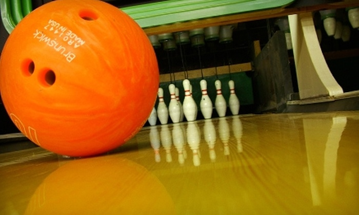 Hi-Way Lanes - Indianapolis: $25 for Bowling, Shoe Rental, and Mini Golf for Five People at Hi-Way Lanes in Franklin (Up to $55 Value)