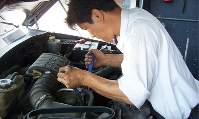 Rosslyn Automotive - Merrifield: $79 for an Oil Change, A/C Charge, and Tire Rotation at Rosslyn Automotive in Fairfax ($209.70 Value)