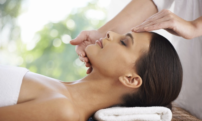 Ideal Salon Lakeview - North Side: $39 for a 60-Minute Facial at Ideal Salon Lakeview ($80 Value)