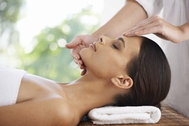 Ideal Salon Lakeview: $39 for a 60-Minute Facial at Ideal Salon Lakeview ($80 Value)