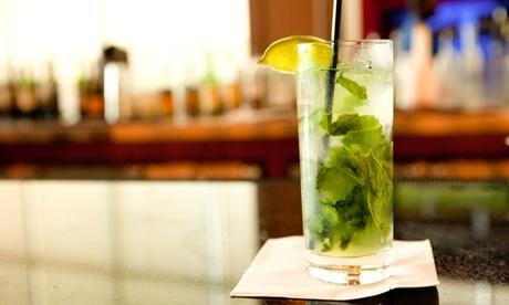 Mojitos o combinados y nachos para 2 o 4 desde 16,90 € en la terraza del Hotel Temático Costa del Sol