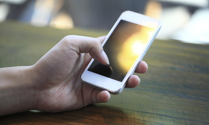 Wireless Toyz - North Miami: iPhone 5 Screen Replacement from Wireless Toyz (42% Off)