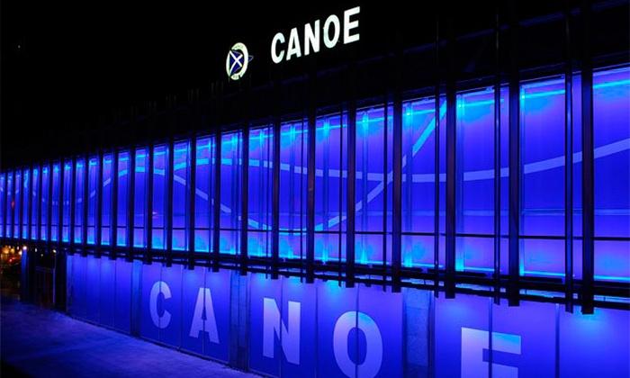 Canoe - Canoe: Raciones y cubo de botellines de cerveza en La Barra de Canoe para dos o cuatro con apuestas deportivas desde 12,95 €