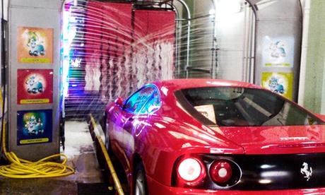 Lavado de coche a mano por 19,90 € con limpieza de tapicería por 44,90 € y con desodorización por 54,90 €