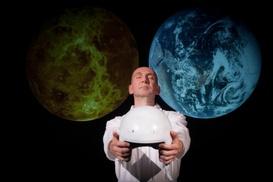 TEATRO LIBERO: Istruzioni per l'uso del terzo millennio e Pale Blue Dot dal 3 al 20 maggio al Teatro Libero di Milano (sconto 42%)