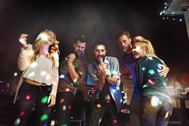 Volle Huette Events: Party-Tour durch den Hamburger Kiez inkl. Shots und Eintritt in die Clubs mit Volle Huette Events (bis zu 56% sparen*)