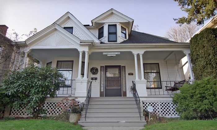 A Painted Lady - Irvington: Two-Night Stay at A Painted Lady in Portland, OR