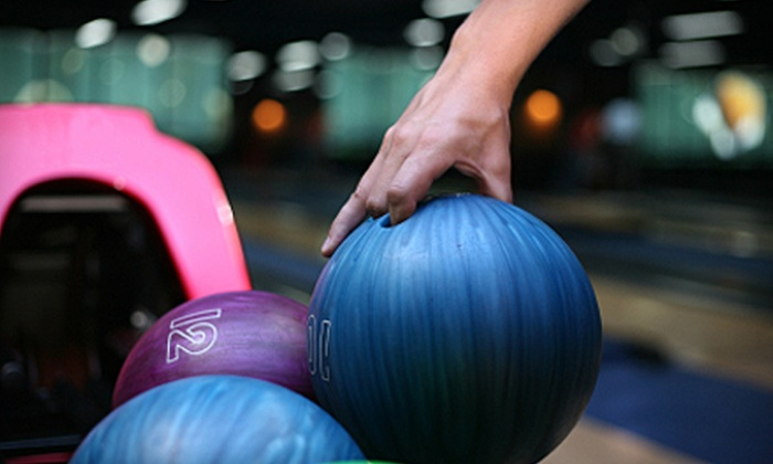 Country Club Lanes West - Burlington: $19 for a Bowling Outing with Shoe Rental for Up to Five at Country Club Lanes West in Burlington (Up to $61.25 Value)