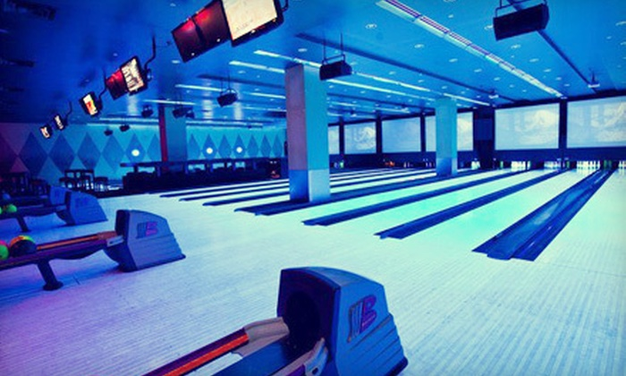 Sky Deck Sports Grille & Lanes - Bloomington: $15 for Bowling and Arcade Package at Sky Deck Sports Grille & Lanes in Bloomington (Up to $30.50 Value)