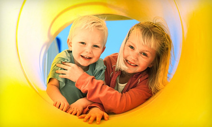 Tubes & Jujubes Family Fun Centre - District Saint - Raymond - Vanier: $10 for a Play Outing for an Adult and Child at Tubes & Jujubes Family Fun Centre in Gatineau, QC ($19.50 Value)