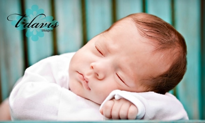 T Davis Images - Palm Beach: $49 for a One-Hour Photo Session and $75 Worth of Prints from T Davis Images ($200 Value)