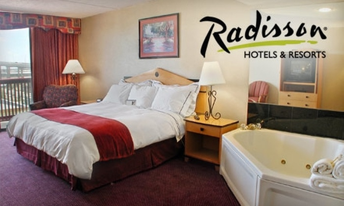 Radisson Hotel Corpus Christi Beach  - Central City: $65 for One Night in a One-Room King Jacuzzi Room at Radisson Hotel Corpus Christi Beach (Up to $150 Value)