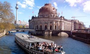 Historischer Hafen Berlin: 2,5 Std. Schifffahrt auf dem Museumsschiff inkl. Buffet und Veranstaltung bei Historischer Hafen Berlin (43% sparen*)