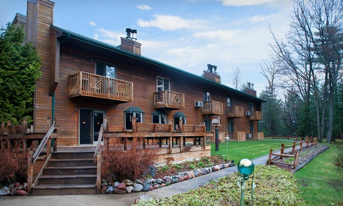 Springbrook Inn - Prudenville, MI: One- or Two-Night Stay with Daily Breakfast at Springbrook Inn in Houghton Lake, MI