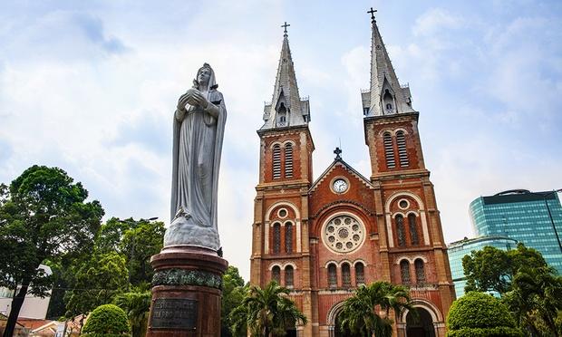 Ho Chi Minh City: Stay + Flights 4
