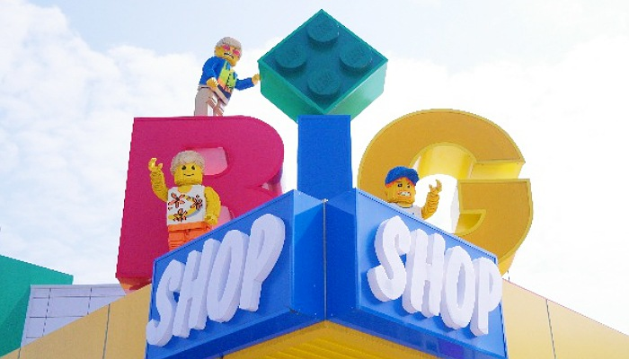 JB: Admission to LEGOLAND® +Coach 6
