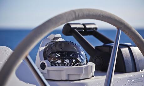 4 o 7 horas de alquiler de barca rígida para un máximo de cuatro personas para navegar sin licencia desde 59,95€ con CNM