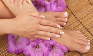 Essenze di Benessere: 3 manicure e pedicure con applicazione di smalto a scelta da Essenze di Benessere (sconto fino a 87%)