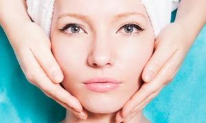 קווין קליניק: בוטיק Queen Clinic בקניון לב אשדוד: מגוון טיפולי פנים לחידוש וריענון העור, החל מ-75 ₪ בלבד. תקף גם בשישי