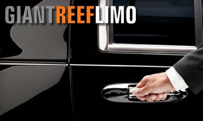 Giant Reef Limousine - SoMa: $450 for an Eight-Hour Wine Country Experience in a 10-Passenger Stretch Limo from Giant Reef Limousine ($900 Value)