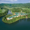 AAA Four Diamond Lakeside Resort amid Appalachians