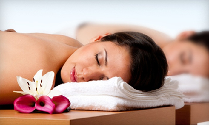 Agua de Vida Spa - Los Angeles: $99 for a Couples-Massage Package with Chocolate Strawberries and Champagne at Agua de Vida Spa ($210 Value)