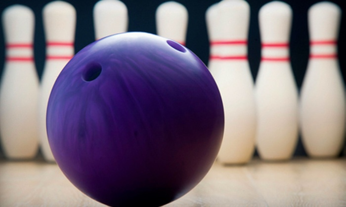 Manhattan Lanes - De Pere: $20 for Bowling and Pizza for Four at Manhattan Lanes (Up to $41 Value)
