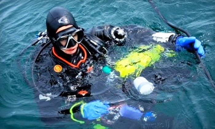 FantaSea Scuba & Travel - Burnsville: $12 for a Discover Scuba Class at FantaSea Scuba & Travel in Burnsville ($25 Value)