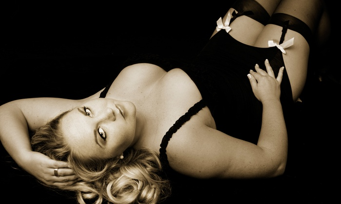 Custom Creations Photography - West Seventh: $39 for a Boudoir Photo-Shoot Package at Custom Creations Photography ($200 Value)