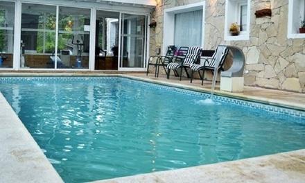 Pinamar: desde $699 por 2, 3 o 4 noches para dos + desayuno + spa + opción a feriados en Hostería Las Glicinas