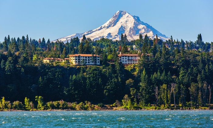 Columbia Cliff Villas - Hood River, OR: 1-, 2-, or 3-Night Stay with Wine-Tasting Vouchers at Columbia Cliff Villas in Hood River, OR
