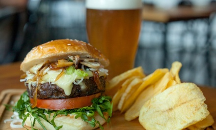 Menú para 2 o 4 con hamburguesa y pinta de cerveza con opción a entrante y postre desde 8,90 € en La Palmera Benidorm