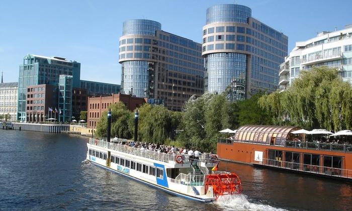 Exclusiv Yachtcharter - Mehrere Standorte: 2 Std. City-Schifffahrt oder 3 Std. Brückenfahrt Spree und Landwehrkanal beiExclusiv Yachtcharter (bis zu 46% sparen*)