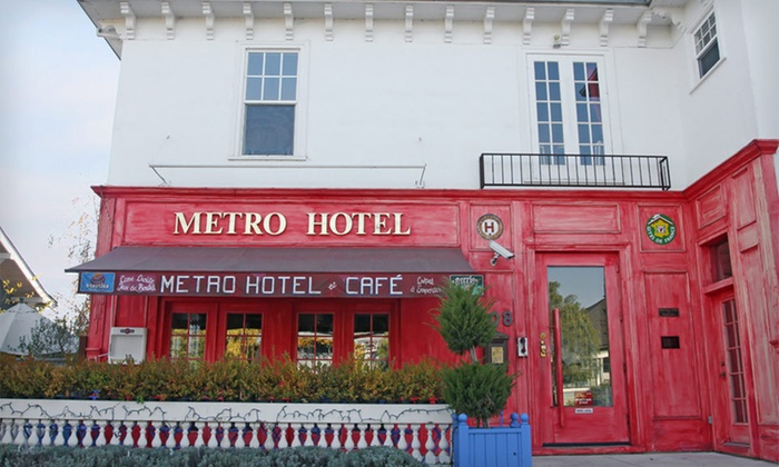 Metro Hotel & Cafe - Petaluma, CA : Two- or Three-Night Stay with a Bottle of Wine and a Vineyard Tour at Metro Hotel & Cafe in Petaluma, CA