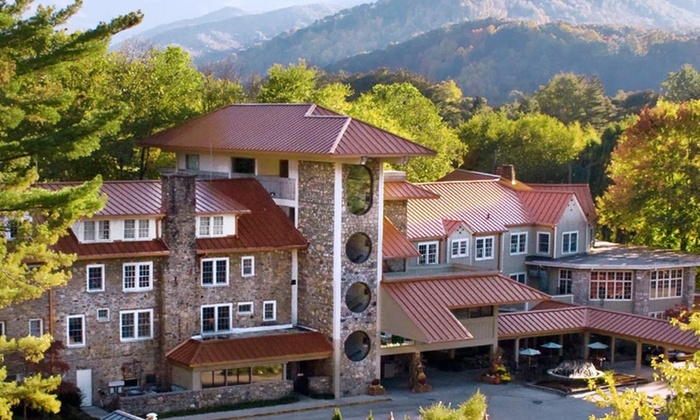 Waynesville Inn Golf Resort and Spa - Waynesville, NC: 1- or 2-Night Stay for Two with $20 Dining Credit at Waynesville Inn Golf Resort and Spa in Waynesville, NC