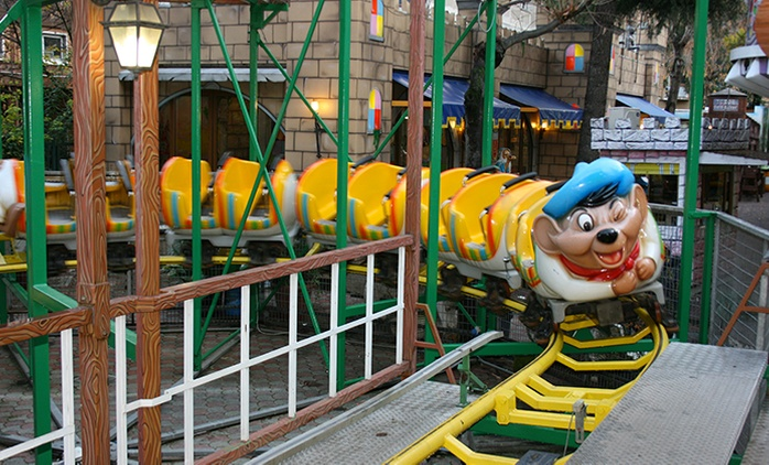Ingresso al parco divertimenti Oasi Park con accesso alle attrazioni e al playground da 4,99 €