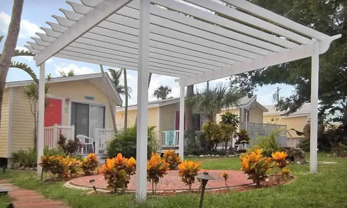 Silver Sands Resort - Shipwreck: Two- or Three-Night Stay at Silver Sands Villas in Ft. Myers Beach, FL