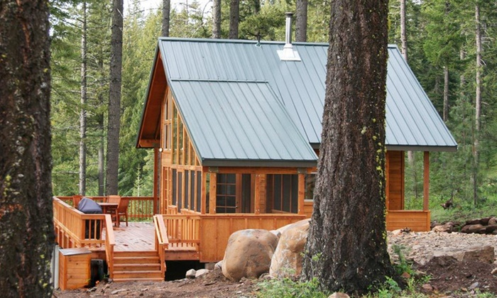 Green Springs Inn - Bella Vista: Two-Night Stay Sunday–Thursday  in a Jacuzzi King Room or Cabin at Green Springs Inn in Ashland, OR
