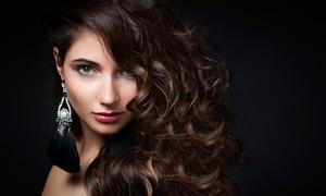 Maribel Hairstyle: Luxus-Haarschnitt inkl. Pflege und Styling, Augenbrauen zupfen und Getränk bei Maribel Hairstyle (bis zu 51% sparen*)