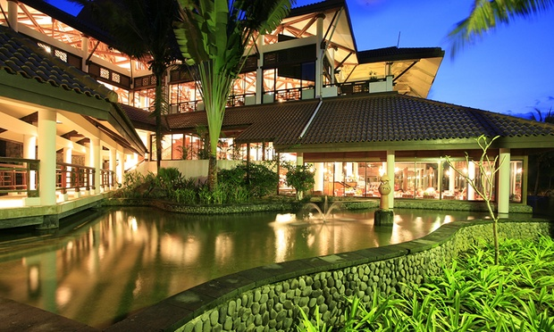 Bintan: 4* Beachfront Resort 4